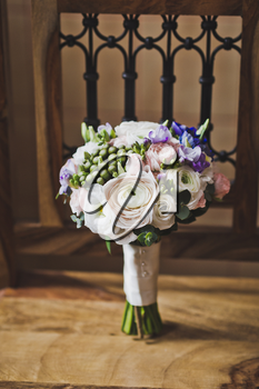 A modern and stylish bouquet of flowers.